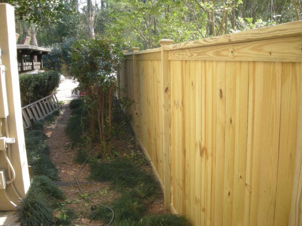 wood-fence-with-cap