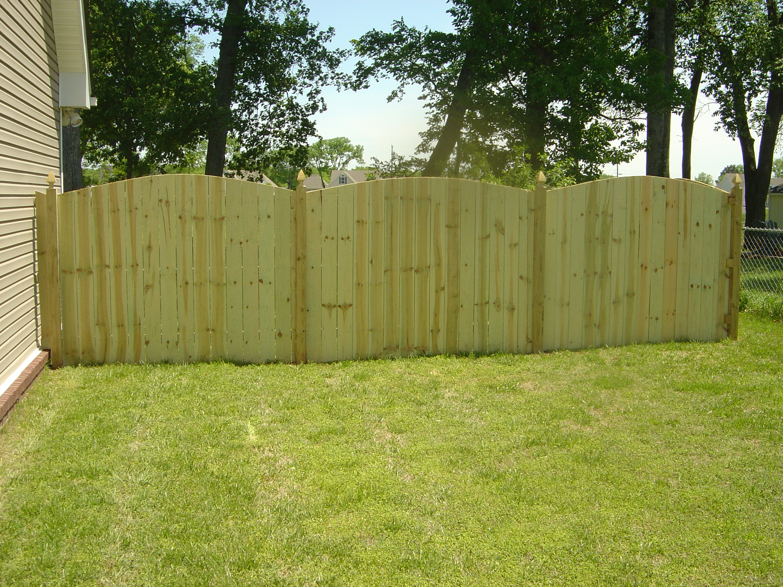 wood_privacy_gothic_post_0510.6